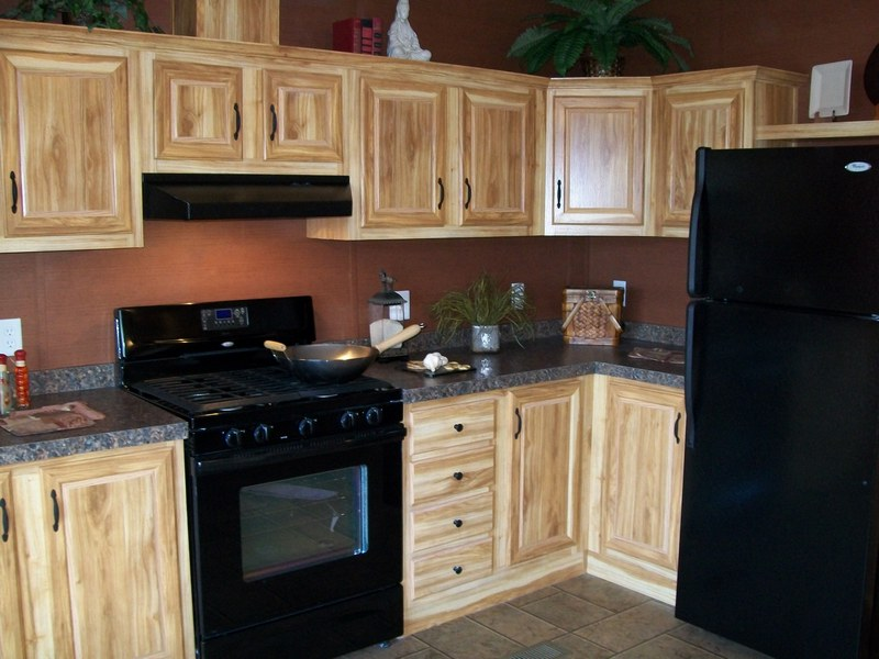Hickory kitchen cabinets with black appliances wow blog Kitchens with black appliances